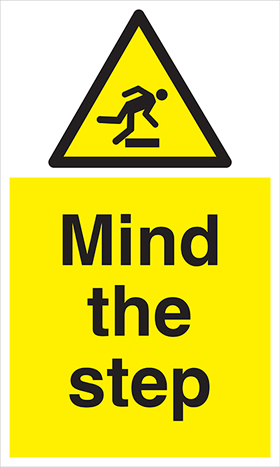 Mind the step floor sign.
